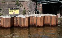 Nederland -  Amsterdam -  april 2019.    Kademuren van de grachten worden hersteld.  Foto Berlinda van Dam / Hollandse Hoogte