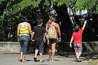 Famílias e amigos andam pela capital paraense em um domingo de verão, na praça da República.<br /> Belém, Pará, Brasil<br /> Foto Maycon Nunes