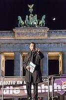 Gedenken an Voelkermord an Armeniern durch die Tuerkei im Jahre 1915.<br /> Am Donnerstag den 23. April 2015, dem Vorabend des 100. Jahrestages des Beginn des Voelkermordes an Armeniern durch die Tuerkei, versammelten sich in Berlin weit ueber 1.000 Menschen zu einem Trauermarsch vom Berliner Dom zum Brandenburger Tor. Am Brandenburger Tor wurde mir Grabkerzen die Jahreszahl 1915 gebildet.<br /> Bei einem Gedenkgottesdienst im Berliner Dom hatte zuvor der Bundespraesident Joachim Gauck das Verbrechen ausdruecklich als Voelkermord bezeichnet. Dies war das erste Mal, dass dies von Seiten der offiziellen Politik geschah.<br /> Im Bild: Der Vorsitzender von Buendnis 90/Die Gruenen, Cem Oezdemir.<br /> 23.4.2015, Berlin<br /> Copyright: Christian-Ditsch.de<br /> [Inhaltsveraendernde Manipulation des Fotos nur nach ausdruecklicher Genehmigung des Fotografen. Vereinbarungen ueber Abtretung von Persoenlichkeitsrechten/Model Release der abgebildeten Person/Personen liegen nicht vor. NO MODEL RELEASE! Nur fuer Redaktionelle Zwecke. Don't publish without copyright Christian-Ditsch.de, Veroeffentlichung nur mit Fotografennennung, sowie gegen Honorar, MwSt. und Beleg. Konto: I N G - D i B a, IBAN DE58500105175400192269, BIC INGDDEFFXXX, Kontakt: post@christian-ditsch.de<br /> Bei der Bearbeitung der Dateiinformationen darf die Urheberkennzeichnung in den EXIF- und  IPTC-Daten nicht entfernt werden, diese sind in digitalen Medien nach §95c UrhG rechtlich geschuetzt. Der Urhebervermerk wird gemaess §13 UrhG verlangt.]
