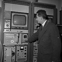 6 Décembre 1963. Vue d'Alain Peyrefitte, ministre de l'Information, qui inaugure la télévision.