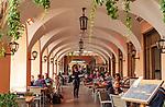 Italy, Lombardia, Bellagio: lakeside restaurant   Italien, Lombardei, Bellagio: Restaurant direkt beim Schiffsanleger
