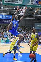 Dunking Mike Morrison (Fraport Skyliners), Anthony Morse (Basketball Löwen Braunschweig) frustriert - 11.10.2017: Fraport Skyliners vs. Basketball Löwen Braunschweig, Fraport Arena Frankfurt