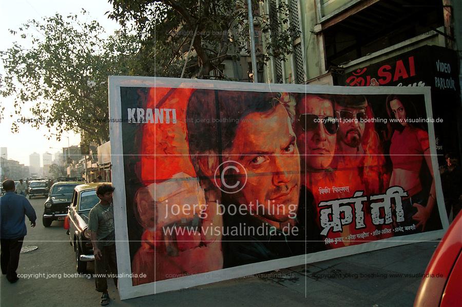 INDIA Bombay Mumbai, Ellora Arts, painting of Bollywood cinema posters, poster movie Kranti / INDIEN Mumbai, Ellora Arts malt grosse Bollywood Kinoplakate