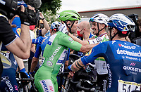 Lots of joyous emotions at Team Deceuninck-Quickstep as Mark Cavendish (GBR/Deceuninck - Quick Step) wins his 2nd stage in this Tour.<br /> World Champion Julian Alaphilippe (FRA/Deceuninck - QuickStep) giving Cav a hug.<br /> <br />  Stage 6 from Tours to Châteauroux (160km)<br /> 108th Tour de France 2021 (2.UWT)<br /> <br /> ©kramon