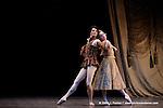 RAYMONDA..Choregraphie : PETIPA Marius,NOUREEV Rudolf.Compagnie : Ballet de l Opera National de Paris.Orchestre : Colone.Decor : GEORGIADIS Nicholas.Lumiere : PEYRAT Serge.Costumes : GEORGIADIS Nicholas.Avec :.COZETTE Emilie:Clemence.MAGNENET Florian:Bernard.Lieu : Opera Garnier.Ville : Paris.Le : 30 11 2008.© Laurent PAILLIER / photosdedanse.com