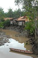 Igarapés Favelas e igarapés.<br />Abaetetuba, Pará, Brasil.<br />Foto Paulo Santos<br />03/02/2009