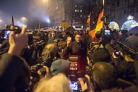 """Etwa 200 Anhaenger des Berliner Ablegers rechten Pegida-Bewegung, Baergida, versammelten sich am Montag den 5. Januar 2015 in Berlin zu einer Demonstration gegen eine angebliche Islamisierung Deutschlands und dagegen, dass """"in 30 Jahren in Deutschland die Sharia herrscht"""", so der Organisator Karl Schmitt.Bis zu 5.000 Menschen protestierten gegen den rechten Ausmarsch und blockierten bei Regen die Marschroute mehrere Stunden. Die Polizei schaffte es nicht mit koerperlicher Gewalt die Blockade zu beenden, so dass die Rechten nach drei Stunden nach Hause gehen mussten. Die Baergida-Anhaenger, """"Berlin gegen die Islamisierung des Abendlandes"""", feierten dies aber dennoch als Sieg. Waren zur ersten Baergida-Aktion eine Woche zuvor nur 5 Menschen gekommen.<br /> Unter den Anhaengern von Baergida waren viele bekannte militante Neonazis und Hooligans sowie Mitglieder der Rechtsparteien AfD und Pro Deutschland und der rechtsradikalen German Defense League. Immer wieder wurde skandiert """"Luegenpresse, auf die Fresse"""" und dass die Journalisten nach Israel verschwinden sollen.<br /> Im Bild: Der Generalsekretaer der sog. """"Buergerbewegung pro Deutschland"""" (Pro Deutschland), Lars Seidensticker praesentiert den Medien einen islamfeindlichen Aufkleber seiner Organisation.<br /> 5.1.2015, Berlin<br /> Copyright: Christian-Ditsch.de<br /> [Inhaltsveraendernde Manipulation des Fotos nur nach ausdruecklicher Genehmigung des Fotografen. Vereinbarungen ueber Abtretung von Persoenlichkeitsrechten/Model Release der abgebildeten Person/Personen liegen nicht vor. NO MODEL RELEASE! Nur fuer Redaktionelle Zwecke. Don't publish without copyright Christian-Ditsch.de, Veroeffentlichung nur mit Fotografennennung, sowie gegen Honorar, MwSt. und Beleg. Konto: I N G - D i B a, IBAN DE58500105175400192269, BIC INGDDEFFXXX, Kontakt: post@christian-ditsch.de<br /> Bei der Bearbeitung der Dateiinformationen darf die Urheberkennzeichnung in den EXIF- und  IPTC-Daten nicht entfernt werden, diese sind in digit"""