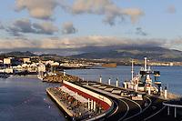 Portas do Mar im Hafen von Ponta Delgada auf der Insel Sao Miguel, Azoren, Portugal