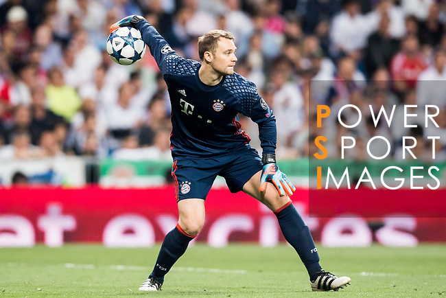 Goalkeeper Manuel Neuer of FC Bayern Munich in action during their 2016-17 UEFA Champions League Quarter-finals second leg match between Real Madrid and FC Bayern Munich at the Estadio Santiago Bernabeu on 18 April 2017 in Madrid, Spain. Photo by Diego Gonzalez Souto / Power Sport Images