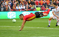 20191102 – Lens , France : Tony Mauricio (22) of Lens pictured with the header during a French Ligue 2 soccer game between Racing Club de Lens and FC Lorient , a football game on the 13th matchday in the French second league, on saturday 2 nd of November 2019 at the Stade Bollaert Delelis in Lens , France . PHOTO SPORTPIX.BE | DAVID CATRY
