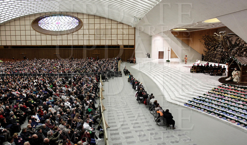 Papa Francesco tiene un' udienza speciale con le vittime del terremoto che ha colpito l'Italia centrale in Aula Paolo VI, Città del Vaticano, 5 gennaio 2017.<br /> Pope Francis leads a special audience with residents of the areas of central Italy hit by earthquakes in Paul Vi Hall at Vatican, on January 5, 2017.<br /> UPDATE IMAGES PRESS/Isabella Bonotto<br /> <br /> STRICTLY ONLY FOR EDITORIAL USE Papa Francesco tiene un'udienza speciale con le vittime del terremoto che ha colpito l'Italia centrale in Aula Paolo VI, Città del Vaticano, 5 gennaio 2017.<br /> Pope Francis leads a special audience with residents of the areas of central Italy hit by earthquakes in Paul Vi Hall at Vatican, on January 5, 2017.<br /> UPDATE IMAGES PRESS/Isabella Bonotto