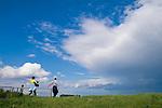 Europa, DEU, Deutschland, Nordrhein Westfalen, NRW, Rheinland, Niederrhein, Rheinberg, Menschen, Familie, Familienausflug, Himmel, Wolken, Wolkenstimmung, Regenwolke, Kategorien und Themen, Tourismus, Touristik, Touristisch, Urlaub, Reisen, Reisen, Ferien, Urlaubsreise, Freizeit, Wetter, Himmel, Wolken, Wolkenkunde, Wetterbeobachtung, Wetterelemente, Wetterlage, Wetterkunde, Witterung, Witterungsbedingungen, Wettererscheinungen, Meteorologie, Bauernregeln, Wettervorhersage, Wolkenfotografie, Wetterphaenomene, Wolkenklassifikation, Wolkenbilder, Wolkenfoto<br /> <br /> [Fuer die Nutzung gelten die jeweils gueltigen Allgemeinen Liefer-und Geschaeftsbedingungen. Nutzung nur gegen Verwendungsmeldung und Nachweis. Download der AGB unter http://www.image-box.com oder werden auf Anfrage zugesendet. Freigabe ist vorher erforderlich. Jede Nutzung des Fotos ist honorarpflichtig gemaess derzeit gueltiger MFM Liste - Kontakt, Uwe Schmid-Fotografie, Duisburg, Tel. (+49).2065.677997, <br /> archiv@image-box.com, www.image-box.com]