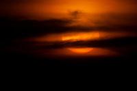 Pequenas embarcações regionais navegam pelo rio Erepecuru; na bacia do rio Trombetas, transportando moradores e produtos para os territórios quilombolas e indígenas. cujos habitantes sofrem forte pressão da indústria mineral,  com a retirada de bauxita pela Mineração Rio do Norte, o comércio ilegal dos madeireiros além do Plano Nacional de Energia 2030,  e seus projetos de 15 hidrelétricas para Bacia do Trombetas.Oriximiná, Pará, Brasil.Foto Paulo Santos23/09/2016