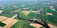 """Wesertalauen bei Landesbergen :EUROPA, DEUTSCHLAND, NIEDERSACHSEN 09.04.2018: Die Wellier Schleife/Staustufe Landesbergen ist ein Naturschutzgebiet in den niedersächsischen Gemeinden Estorf und Landesbergen in der Samtgemeinde Mittelweser, in der Gemeinde Liebenau in der Samtgemeinde Liebenau und dem Flecken Steyerberg im Landkreis Nienburg/Weser.<br /> Das Naturschutzgebiet mit dem Kennzeichen NSG HA 177 ist 278 Hektar groß. Es ist größtenteils Bestandteil des EU-Vogelschutzgebietes """"Wesertalaue bei Landesbergen"""". Ein kleiner Teil ist auch Bestandteil des FFH-Gebietes """"Teichfledermaus-Gewässer im Raum Nienburg""""."""