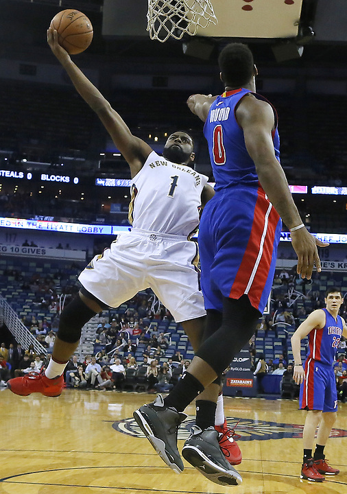 New Orleans Pelicans guard Tyreke Evans (1) drives to the basket against Detroit Pistons center Andre Drummond (0) during the first half of an NBA basketball game Thursday, Jan. 21, 2016, in New Orleans. The Pelicans won 115-99. (AP Photo/Jonathan Bachman)