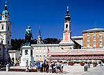 Oesterreich, Salzburger Land, Salzburg: Mozartplatz mit Dom und St. Michaeliskirche | Austria, Salzburger Land, Salzburg: Mozart Square with cathedral and St. Michaelis church