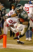Philadlephia Eagles player (?) scores in the first quarter against the Washington Redskins in Philadelphia, January 1, 2006. REUTERS/Bradley C Bower.