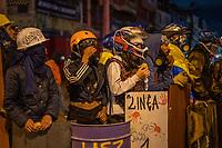 BOGOTA - COLOMBIA, 25-05-2021: Miembros de la primera línea montan guardia durante los disturbios en el sector de las Américas de la ciudad de Bogotá durante el día 28 del Paro Nacional en Colombia hoy, 25 de mayo de 2021, para protestar contra el gobierno de Ivan Duque además de la precaria situación social y económica que vive Colombia. El paro fue convocado por sindicatos, organizaciones sociales, estudiantes y la oposición. / Members of the front line stand guard during the riots at Portal Las Americas sector of the city of Bogota during the day 28 of the National strike in Colombia today, May 25, 2021, to protest against the government of Ivan Duque in addition to the precarious social and economic situation that Colombia is experiencing. The strike was called by unions, social organizations, students and the opposition in Colombia. Photo: VizzorImage / Diego Cuevas / Cont
