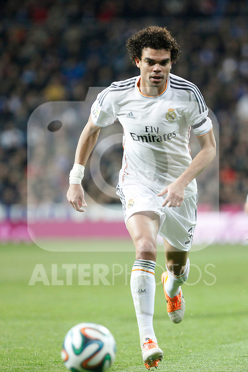 Real Madrid´s Pepe during King´s Cup (Copa del Rey) semifinal match in Santiago Bernabeu stadium in Madrid, Spain. February 05, 2014. (ALTERPHOTOS/Victor Blanco)