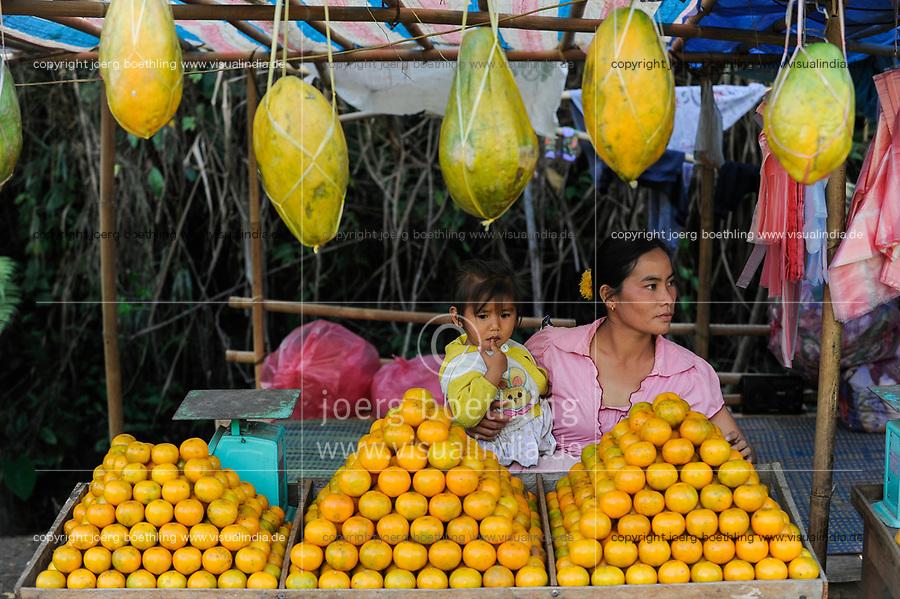 LAO PDR, fruit stall, orange and papaya / Laos, Früchte Verkauf