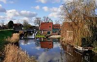 Nederland  Westzaan -  2020.   Huizen aan de Westzanerdijk.  Foto : ANP/ HH / Berlinda van Dam