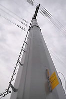 - sud Milano, ricostruzione di una linea elettrica ad alta tensione con tralicci a basso impatto ambientale e paesaggistico<br /> <br /> - south Milan, reconstruction of an high-voltage power line with low environmental and scenic impact pylons