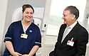 02/08/2010   Copyright  Pic : James Stewart.036_hospital_day_one  .::  NHS FORTH VALLEY ROYAL HOSPITAL, LARBERT :: WARD A32 CHARGE NURSE, NICOLA KING, MEETS TRUST CHAIRMAN IAN MULLEN :: DAY ONE OF THE NEW HOSPITAL AS PATIENTS START TO ARRIVE   ::