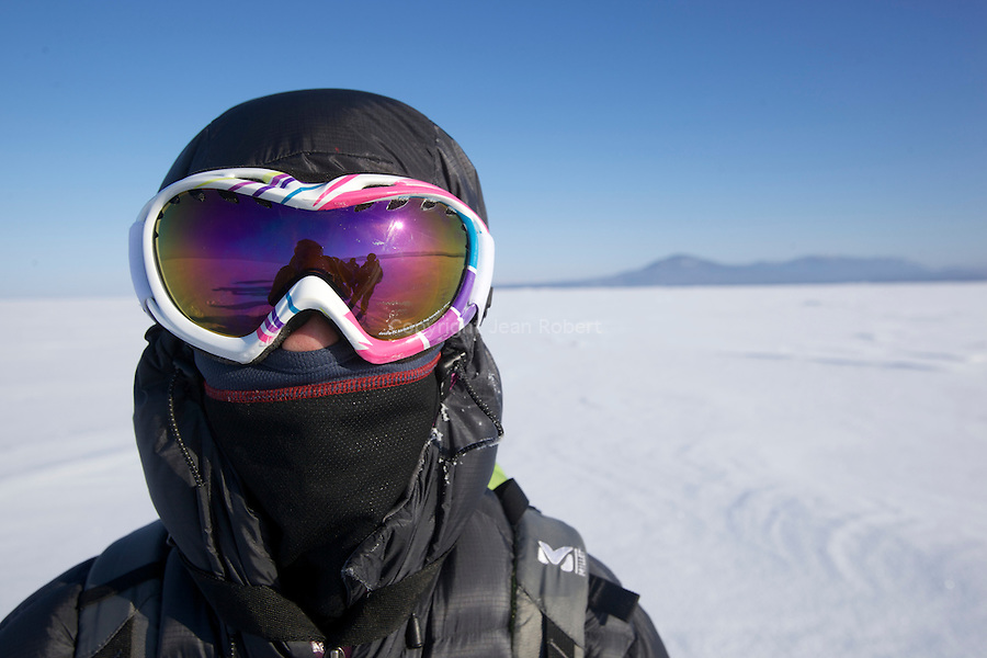 40 miles on the ice of the Baikal lake to cross from Goriatchinsk to Ozoure in two days. The ice is so pure that this induce a sense of acute vertigo..This day, the temperature was minus 30C or -22 F