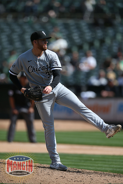 OAKLAND, CA - SEPTEMBER 9:  Aaron Bummer #39 of the Chicago White Sox pitches against the Oakland Athletics during the game at the Oakland Coliseum on Thursday, September 9, 2021 in Oakland, California. (Photo by Brad Mangin)