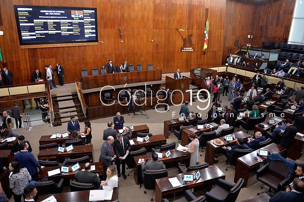 PORTO ALEGRE, RS, 28/01/2020 - DEPUTADOS - PACOTE - Deputados estaduais votam o pacote de medidas do governador Eduardo Leite (PSDB/RS), durante a sessão extraordinária, no plenário da Assembleia Legislativa do Rio Grande do Sul, em Porto Alegre, nesta terça-feira (28).