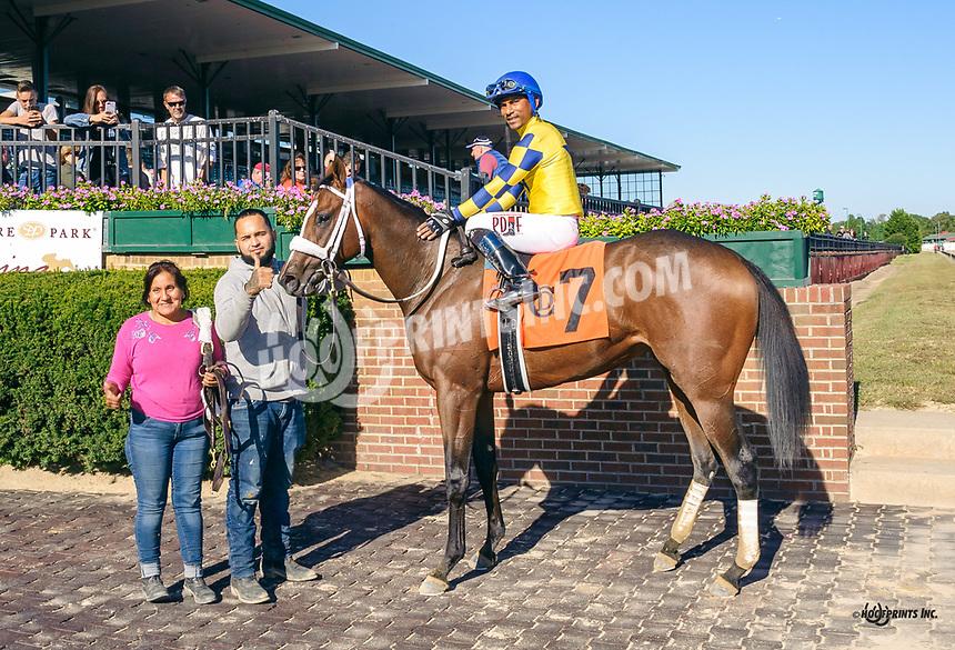 Hopeful Treasure winning at Delaware Park on 10/5/19