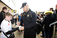 Photo: Richard Lane/Richard Lane Photography. Wasps v Leicester Tigers. Aviva Premiership. 12/03/2016. Wasps' George Smith signs autographs for supporters.