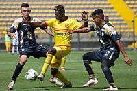 BOGOTA - COLOMBIA, 13-10-2020: Bogotá F.C. y  Real Cartagena  en partido por la fecha 12 del Torneo BetPlay DIMAYOR I 2020 jugado en el estadio Metropolitano de Techo de la ciudad de Bogota. / Bogota F.C. and Real Cartagena in match for the date 12 as part of BetPlay DIMAYOR Tournament I 2020 played at the Metropolitano de Techo stadium of Bogota city. Photos: VizzorImage / Samuel Norato  / Contribuidor