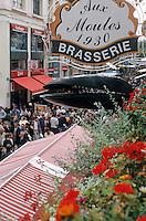 """Europe/France/Nord-Pas-de-Calais/59/Nord/Lille: Au restaurant """"Aux Moules """" lors de la grande braderie"""