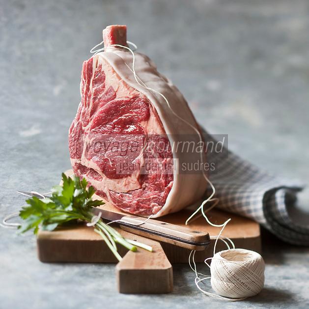 Europe/France/Auvergne/15/Cantal: Côte de boeuf  Salers  // // Europe, France, Auvergne, Cantal: rib of  Salers beef  <br /> Stylisme : Valérie LHOMME