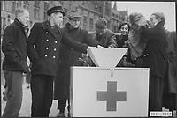 Flood of 1953. Amsterdam, in front of Central Station: men at a bus of the Dutch Red Cross for relief supplies for victims of the floods Date: February 2, 1953