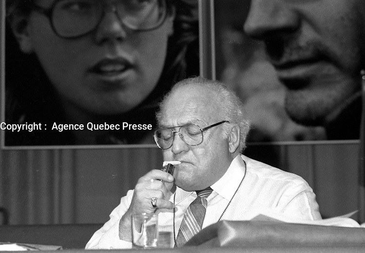 Montreal (Qc) CANADA - Montreal (Qc) CANADA - Mai 27 1984 - Louis Laberge, FTQ leader light up a cigarette at Canadian labour Congress convention.