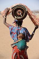 BURKINA FASO Dori , malische Fluechtlinge, vorwiegend Tuaregs, im Fluechtlingslager Goudebo des UN Hilfswerks UNHCR, sie sind vor dem Krieg und islamistischem Terror aus ihrer Heimat in Nordmali geflohen / BURKINA FASO Dori, malian refugees, mostly Touaregs, in refugee camp Goudebo of UNHCR, they fled due to war and islamist terror in Northern Mali , WEITERE MOTIVE ZU DIESEM THEMA SIND VORHANDEN!! MORE PICTURES ON THIS SUBJECT AVAILABLE!!