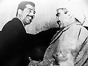 Iraq 1970.Nawperdan: General Barzani and Saddam Hussein sign the 11th of march agreement.Irak 1970.Signature de l'accord du 11 mars a Nawperdan avec le general Barzani et Saddam Hussein