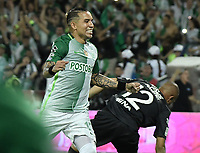 MEDELLÍN -COLOMBIA - 18-06-2017: Dayro Moreno de Atlético Nacional celebra después de anotar el cuarto gol de su equiipo a Deportivo Cali durante partido de vuelta por la final de la Liga Águila I 2017 jugado en el estadio Atanasio Girardot de la ciudad de Medellín. / Dayro Moreno payer of Atletico Nacional celebrates after scoring the fourth goal of his team to Deportivo Cali during second leg match for the final of the Aguila League I 2017 at Atanasio Girardot stadium in Medellin city. Photo: VizzorImage/ Gabriel Aponte / Staff