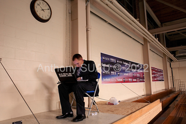 Manchester, New Hampshire<br /> January 5, 2008<br /> <br /> The spin room after the debates with first the Republicans and then the Democrats at Aselm College. <br /> <br /> A blogger finds his place to work in the upper rafters.