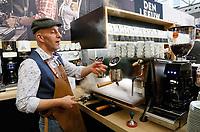 Nederland - Amsterdam - Januari 2019.  HORECAVA. Den Leeuw koffie. Barista aan het werk.  Foto Berlinda van Dam / Hollandse Hoogte