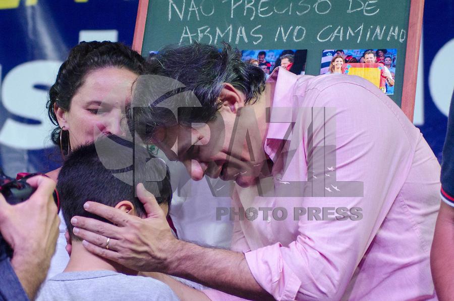 RIO DE JANEIRO, RJ - 10-05-2019 - PROTESTO-RJ - Haddad esteve presente no ato público em defesa da educação que aconteceu na noite desta sexta-feira na Cinelândia, região central do Rio de Janeiro (10)  (Foto: Vanessa Ataliba/Brazil Photo Press)