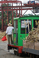 France, DOM, Martinique, Sainte-Marie: Rhumerie Saint-James AOC Rhum de la Martinique - Lors du tournage d'un film se passant en 1930, la canne à sucre est alors amenée à la distillerie par le voie ferrée, le train des plantations // France, DOM, Martinique, Sainte-Marie: Rum St. James, AOC Rum from Martinique - When shooting a film passing in 1930, sugar cane is then brought to the distillery by the railway, the train plantations