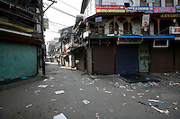 Empty streets as paramilitary police enforce a curfew imposed to stop separists gather for a political demonstration in Srinagar, Kashmir, India. © Fredrik Naumann/Felix Features