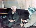 Iraq 1991 On march 11th, right, Anwar Beg Betwata Khoshnaw offering a sword to Masoud Barzani  Irak 1991 Le 11 mars, a Betwarta, Masoud Barzani, a gauche, recoit en cadeau une epee de Anwar Beg Bet Wata