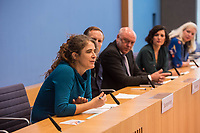 """Pressekonferenz des Buendnis #unteilbar am Mittwoch den 10. Oktober 2018 in Berlin zur geplanten Grossdemonstration """"#unteilbar - Fuer eine offene und freie Gesellschaft - Solidaritaet statt Ausgrenzung"""", die am Samstag den 13. Oktober 2018 in Berlin stattfinden soll.<br /> Die Organisatoren, unter ihnen viele Prominente wie Starkoechin Sarah Wiener, der Paritaetische Wohlfahrtsverband, Amnesty International oder der Zentralrat der Muslime wollen nicht zulassen, dass Sozialstaat, Flucht und Migration gegeneinander ausgespielt werden. """"Wir halten dagegen, wenn Grund- und Freiheitsrechte weiter eingeschraenkt werden sollen"""".<br /> Die Organisatoren erwarten bis zu 40.000 Menschen zu der Demonstration.<br /> An der Pressekonferenz nahmen teil:<br /> Prof. Dr. Naika Fortoutan, Direktorin des Berliner Instituts fuer empirische Integrations- und Migrationsforschung (2.vr); Dr. Ulrich Schneider, Hauptgeschaeftsfuehrer des Paritaetischen Gesamtverband (mitte); Benno Fuermann, Schauspieler (2.vl.) und Anna Spangenberg, Pressesprecherin von #unteilbar (links).<br /> 10.10.2018, Berlin<br /> Copyright: Christian-Ditsch.de<br /> [Inhaltsveraendernde Manipulation des Fotos nur nach ausdruecklicher Genehmigung des Fotografen. Vereinbarungen ueber Abtretung von Persoenlichkeitsrechten/Model Release der abgebildeten Person/Personen liegen nicht vor. NO MODEL RELEASE! Nur fuer Redaktionelle Zwecke. Don't publish without copyright Christian-Ditsch.de, Veroeffentlichung nur mit Fotografennennung, sowie gegen Honorar, MwSt. und Beleg. Konto: I N G - D i B a, IBAN DE58500105175400192269, BIC INGDDEFFXXX, Kontakt: post@christian-ditsch.de<br /> Bei der Bearbeitung der Dateiinformationen darf die Urheberkennzeichnung in den EXIF- und  IPTC-Daten nicht entfernt werden, diese sind in digitalen Medien nach §95c UrhG rechtlich geschuetzt. Der Urhebervermerk wird gemaess §13 UrhG verlangt.]"""