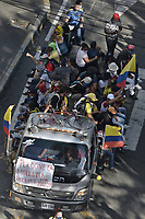 CALI - COLOMBIA, 01-05-2021: Caravanas de manifestantes por las calles del oeste de la ciudad de Cali durante la jornada del Día del trabajo en Colombia hoy, 01 de mayode 2021, además se mantiene la protesta por la reforma tributaria que adelanta el gobierno de Ivan Duque además de la precaria situación social y económica que vive Colombia. El paro fue convocado por sindicatos, organizaciones sociales, estudiantes y la oposición y sumando el día del trabano lleva 4 días de marchas y protestas. / Caravans of protesters through the streets of the west of the city of Cali during the day of Labor Day in Colombia today, May 1, 2021, in addition, the protest against the tax reform that the government of Ivan Duque is advancing in addition to the precarious situation is maintained. social and economic life in Colombia. The strike was called by unions, social organizations, students and the opposition and adding the day of labor has 4 days of marches and protests. Photo: VizzorImage / Gabriel Aponte / Staff