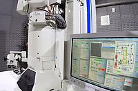 CAMPINAS, SP 26.06.2018-MINISTRO KASSAB-O ministro da Ciência, Tecnologia, Inovações e Comunicações, Gilberto Kassab, participou nesta terça-feira (26) da cerimônia de inauguração do novo prédio do Laboratório Nacional de Nanotecnologia (LNNano), em Campinas (SP). <br /> O espaço vai abrigar três microscópios eletrônicos de criomicroscopia de última geração, equipamentos de litografia de íons e elétrons e uma sala limpa para nonofabricação de dispositivos. Toda a infraestrutura será aberta à comunidade científica.<br /> A obra foi realizada com recursos oriundos do contrato de gestão firmado entre o MCTIC e o Centro Nacional de Pesquisa em Energia e Materiais (CNPEM), ao custo total de R$ 3,5 milhões. (Foto: Denny Cesare/Codigo19)