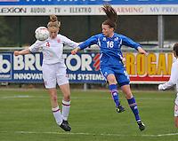 UEFA Women's Under 17 Championship - Second Qualifying round - group 1 : England - Iceland : .duel tussen Leah Cathrine Williamson (links) en Sandra Jessen.foto DAVID CATRY / Vrouwenteam.be